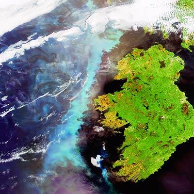 Algues autour de l'Irelande vue par ENVISAT