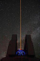 """Le télescope Subaru avec son """"laser guide"""""""