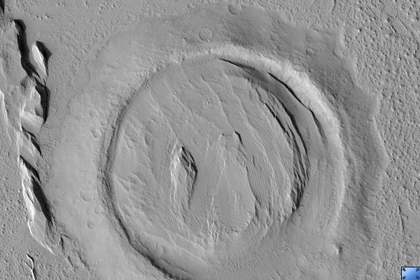 Bullseye Crater sur Mars vu par MRO